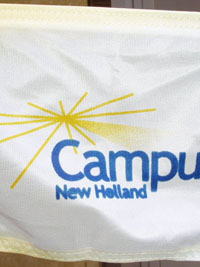 Banderas en tira de cuerda Campus New Holland